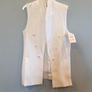 Modern white sleeveless double-breasted blazer!